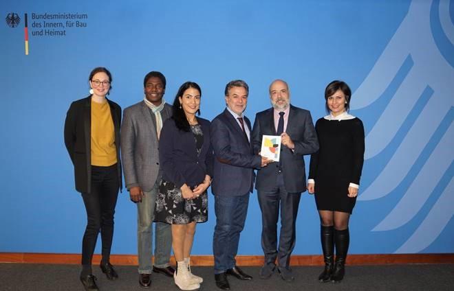 BZI Vorstand, Geschäftsführung, Staatssekretär Dr. Kerber und sein Arbeitsstab machen ein gemeinsames Foto im BMI